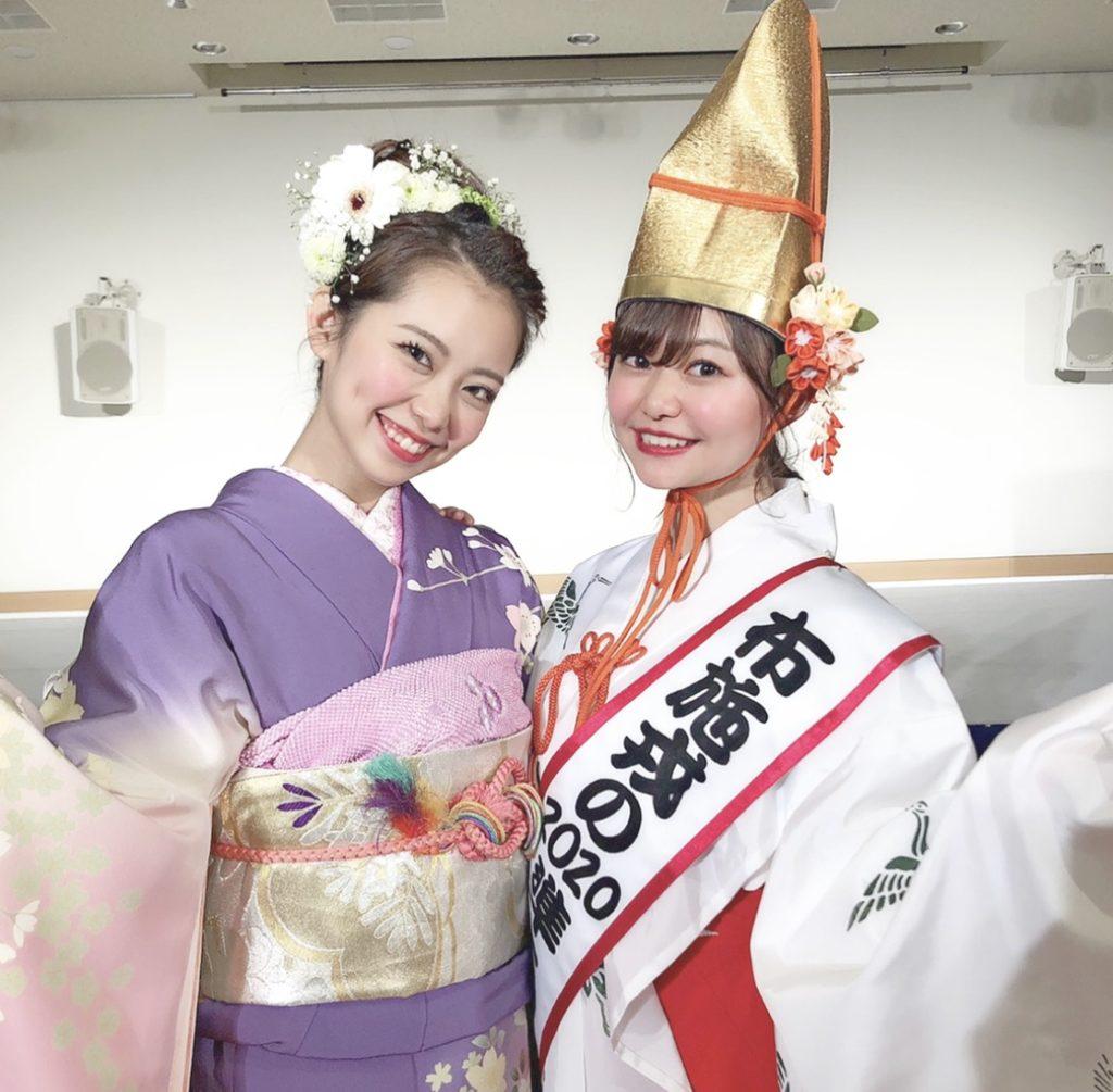 コンテストで再会した前年度のミス福娘山本さんと準ミスに選ばれ記念撮影